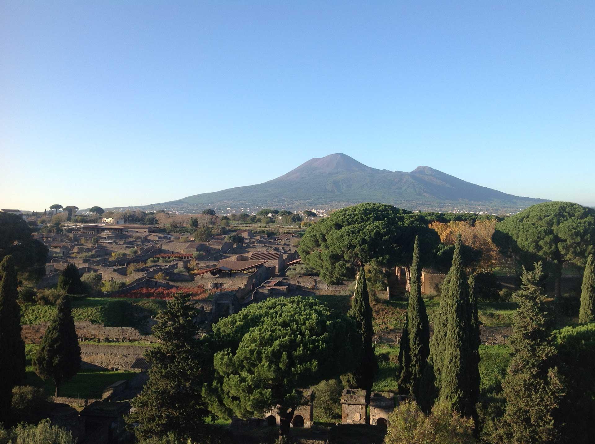 Vista Scavi di Pompei e Vesuvio